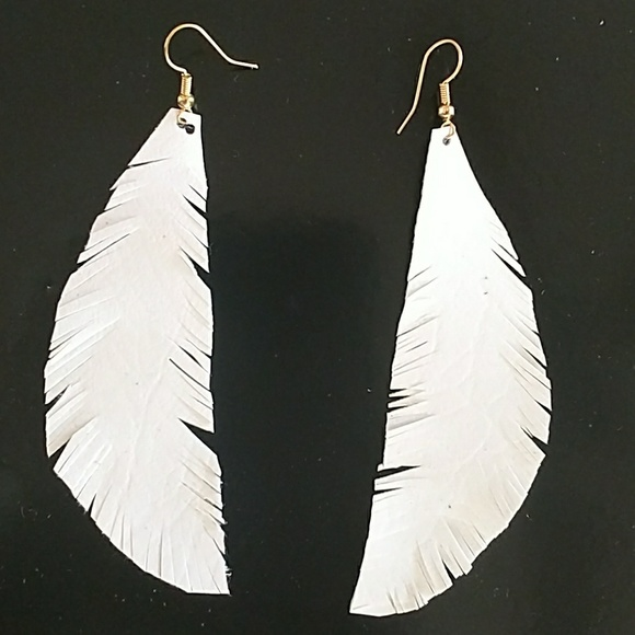 Jewelry - Boho feather earrings
